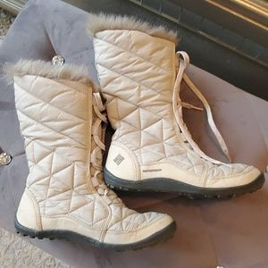 Columbia white fur trim waterproof boots